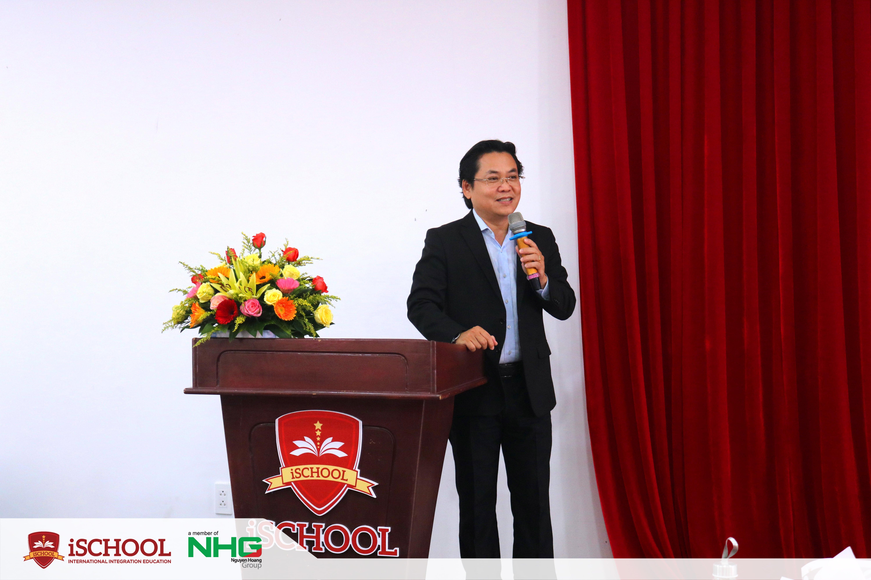 PGS.TS Nguyễn Hữu Huy Nhựt đã trực tiếp trao Quyết định và phát biểu chúc mừng, giao nhiệm vụ cùng trọng trách và gửi gắm niềm tin vào các thành viên mới của Ban giám hiệu